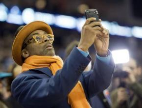 Minorities Rush to Twitter, Instagram,Smartphones
